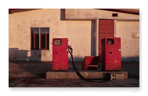 """une dernière goutte pour la route • <a style=""""font-size:0.8em;"""" href=""""http://www.flickr.com/photos/88042144@N05/47244460862/"""" target=""""_blank"""">View on Flickr</a>"""