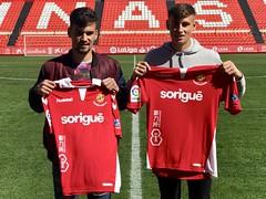 Guiu i Guillem signen el primer contracte com a jugadors grana