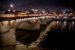 Pont Neuf, Paris, France (pas le matin) Tags: pontneuf paris france samaritaine europa europe worl travel voyage world city night nuit ville capital capitale street streetlight lampadaire réverbère seine river riverseine fleuve eau water reflection canon 350d canon350d canoneos350d eos350d