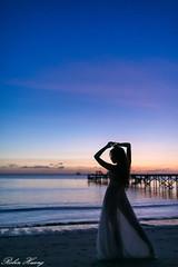 DSC_7876 (Robin Huang 35) Tags: 謝立琪 kiki 沙巴 sabah 馬來西亞 malaysia 迪加島 生還島 island 海灘 沙灘 海邊 beach 裸紗 剪影 遊拍 人像 portrait lady girl nikon d850 menumbok my