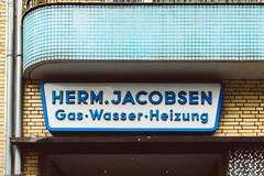 Feels like Hallenbad (Peter Glaab) Tags: balkon beschilderung blau fassade gelb hamburg muster raster reklame rundungen schrift typografie grids