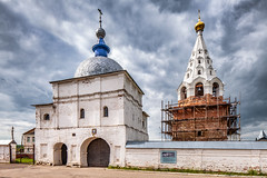 Gate to Luzhetsky monastery (Mozhaysk, Russia) (KonstEv) Tags: monastery church orthodox mozhaysk russia dome cloud cross gate cathedral wall belfry building architecture