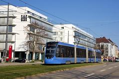 T4-Wagen 2502 zwischen den Haltestellen Ampfingstraße und Haidenauplatz (Frederik Buchleitner) Tags: 2502 avenio baustellenlinie ersatztram linie31 munich münchen siemens strasenbahn streetcar twagen t4 tram trambahn