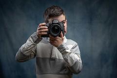 Imitando a papá (zehiotrump) Tags: flashes fondo retrato retratos strobist offcameraflash lighting portrait portraits godox yongnuo canon canonlens canon6dmkii canon5dmk3 85mm