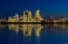 Blue Hour at The Chemours Company (Wim Boon Fotografie) Tags: wimboon bluehour nederland netherlands leefilternd09softgrad reflectie reflections canoneos5dmarkiii chemours chemie bedrijf dordrecht holland canonef70200mmf4lisusm le psccreflectie