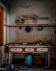Mesa de cocina (Perurena) Tags: cocina kitchen mesa table mueble furniture utensilios bombona gas casa house abandono decay suciedad dirty luz sombras light shadows urbex urbanexplore
