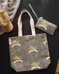 FEATHERS TOTE WALLET (2) (hunnelle.kari) Tags: feathers bag wallet sling designer hawaiidesigner fabricdesign sewingroom sewing makingbags buythis grocerybag vegaswallet shoppingbag prettyshoppingbag