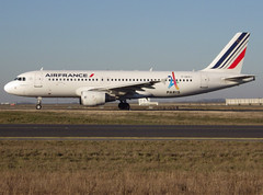 F-GKXJ, Airbus A320-214, c/n 1900, Air France, Paris Olympic 2024 markings, CDG/LFPG 2019-02-15, taxiway Bravo-Loop. (alaindurandpatrick) Tags: cn1900 fgkxj a320 a320200 airbus airbusa320 airbusa320200 minibus jetliners airliners af afr airfrance airlines paris2024 specialmarkings cdg lfpg parisroissycdg airports aviationphotography