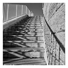 De fuites et d'ombres (litang13) Tags: blackdiamond blackandwhite bw eos noirblanc bn escalier graphisme ombre
