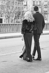 """Les modèles """"glamour"""" du Bir-Hakheim (Paolo Pizzimenti) Tags: modèle couple glamour reflet colonne wilson pluie feuille paolo paris olympus zuiko omdem1mkii 12mm f2 45mm f18 film pellicule argentique"""
