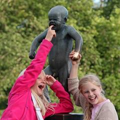 L'enfant en colère (Xtian du Gard) Tags: xtiandugard portrait norway vigelandpark oslo smiles children