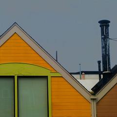peak graphique (msdonnalee) Tags: yellowhouse house dom haus casa peakedroof window janela ventana finestra fenster fenêtre dwwg