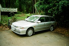 2000 Mitsubishi Lancer station wagon (photo 3) (Matthew Paul Argall) Tags: kodakflashsingleusecamera fixedfocus 35mmfilm disposablecamera singleusecamera 800isofilm kodak800 car vehicle automobile transportation carspotting mitsubishi mitsubishilancer stationwagon