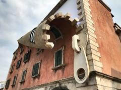 Fuorisalone 2019 - Milano. (jessica.aieta) Tags: fuorisalone2019 fuorisalone clouds house milano milan photo pic