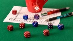 Yatzy (Jorge Franganillo) Tags: yatzy scorecard dice dados tabladepuntuaciones juegodeazar juegodemesa tapeteverde gameofchance tabletopgame mug taza yahtzee generala