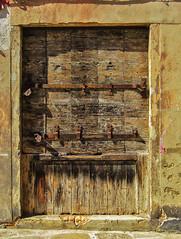 Closed (JLM62380) Tags: closed door porte fermé serrure lock padlock wood cadenas bois italia italy venise venice entrée entrance gate