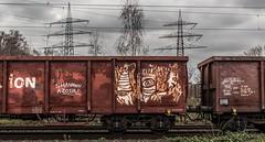 13_2019_01_16_Gelsenkirchen_Bismarck_1261_025_DB_mit_Übergabezug ➡️ Gelsenkirchen_Bismarck (ruhrpott.sprinter) Tags: ruhrpott sprinter deutschland germany allmangne nrw ruhrgebiet gelsenkirchen lokomotive locomotives eisenbahn railroad rail zug train reisezug passenger güter cargo freight fret bismarck bottropsüd ctd captrain db hctor hhpi 0632 1266 1232 1261 6152 6185 6187 6241 class66 vtgch rb42 hochspannungsmast kraftwerk herne dorsten dortmund logo natur outdoor graffiti