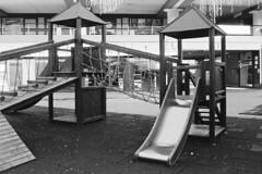 Villa Guardia, Centro Commerciale Centervill, 2018 (sirio174 (anche su Lomography)) Tags: playground playgrounds parcogiochi parchigiochi giochi villaguardia italia italy canonav1 kodaktrix640 centervill centrocommerciale shoppingmall