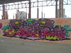 379 (en-ri) Tags: skase wubik 50 arrow giallo fuxia lilla torino wall muro graffiti writing parco dora