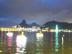 img_0649 (Ricardo Jurczyk Pinheiro) Tags: reflexo água skyline iluminação árvoredenatal lagoarodrigodefreitas riodejaneiro