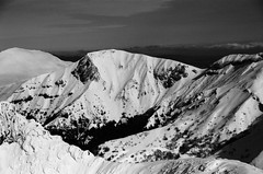 Monts - Puy de Sancy, Auvergne (Ludovic Macioszczyk Photography) Tags: monts puy de sancy auvergne nikon fm 135 kodak tmax 400 iso février 2019 © ludovic macioszczyk neige snow black white noir et blanc monochrome contrastes life light outside extérieur mm tag world monde earth asa film pellicule flickr argentique analog lumière grain photo 35mm photography