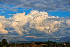 Roman Countryside (Claudio_R_1973) Tags: raw nikond300 nikkor18200vr cloudatlas atmosphere weather air cumulonimbus congestus cumulus clouds romancountryside centralitaly italia italy hills landscape sky convective convectiveclouds