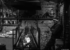 Le bûcheron qui râlait (BenoitGEETS-Photography) Tags: a6000 sony bruxelles brussels bn bw blackwhite noiretblanc nb streetphoto travail job employé worker bucheron lumberjack