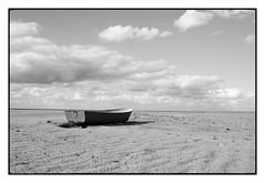 Loneliness (Franco & Lia) Tags: minimalism minimalismo barca boat sea seascape sand baiadellemimose foce beach spiaggia biancoenero blackwhite noiretblanc schwarzundweiss