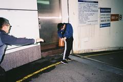 (埃德溫 ourutopia) Tags: film kodak colorplus kodakcolorplus200 kodak200 yashica t2 t3 t4 t5 filmphotography analog analogphotography guy man pants wasted night parkinglot フィルム