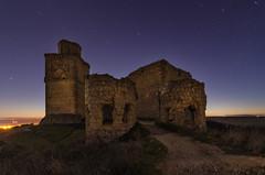 Barcience. (Amparo Hervella) Tags: barcience castillo toledo españa spain noche nocturna estrella cielo largaexposición d7000 nikon nikond7000 paisaje lightpainting
