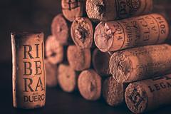 Me encanta ir de vinos con los amigos!! (amjs63) Tags: bodega corchos hobby macromondays vino macro 105mm