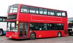 Diamond Coaches, Rushden, Northamptonshire V862 HBY at Knuston Home Farm. (Gobbiner) Tags: president diamondcoaches 32862 rushden firstcapital trident tn862 plaxton firstgroup shoreystravel 1stbusstop v862hby dennis