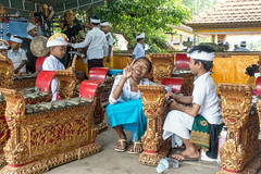 (kuuan) Tags: bali indonesia purapenataransasih pejeng odalan temple festival balinese ceremony gambelan kids hi peace girl smile sonyrx100iii
