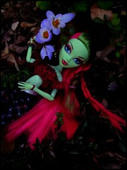 *.... I can feel you, Spring. I feel you in my roots ....* (Misstica Dolls) Tags: venusmcflytrap monsterhigh mh doll venusmonsterhigh venus basic version outdoor garden jardin plant plante flower fleur racine makeup outfit handmade plastic toy jouet picture vinyl