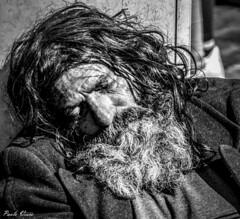 Sonno profondo (Pablos55) Tags: homeless clochard barba sonno dormire beard sleep