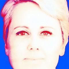 Het oog wil ook wat hebben . (roberke) Tags: digitalart photomontage photoshop layers lagen textures textuur woman vrouw femme female portrait portret glimlach smile eyes ogen face gezicht