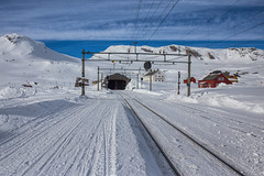Welcome to Finse. (Siggi007) Tags: finse nsb railroad rails railway snow winter cold sky nature buildings blue tunnel hiking skiing mountains mountainsides tracks paysage landscape landschaft naturaleza natur norge norway norwegen noruega clouds canoneos6d weather environment travel outdoors scenery daylight farben colors colour colores beautiful mood