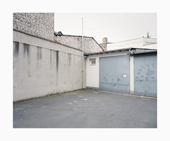 Ehrenfeld, 2019 (Darius Urbanek) Tags: 120 65mm 6x7 ehrenfeld kodak mamiya7 portra400 analog color decay film mediumformat backyard germany cologne