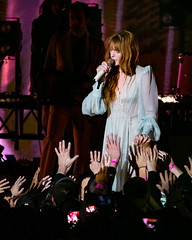 Florence and the Machine 12/09/2018 #20 (jus10h) Tags: florence welch themachine florenceandthemachine theforum forum inglewood losangeles california live music concert festival fest kroq almost acoustic christmas sunday december 9 2018 justinhiguchi sony dscrx10 dscrx10m3