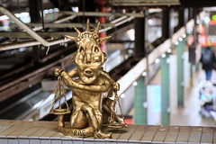 rae bk (Luna Park) Tags: ny nyc newyork brooklyn mta subway station streetart sculpture justice raebk lunapark