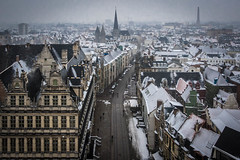 View of Ghent with snow from Belfort (Adrià Páez) Tags: view ghent with snow from belfort gent gand vlaanderen flanders oostvlaanderen eastflanders belgium belgie europe city cityscape buildings architecture houses roofs road flemish dutch sintjacobskerk church stadhuis town hall canon eos 7d mark ii