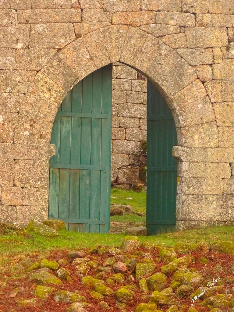Águas Frias (Chaves) - ,,, porta interior no Castelo de Monforte de Rio Livre (monumento nacional) ,,,,