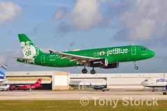 N595JB (bwi2muc) Tags: fll airport airplane aircraft airline plane flying aviation spotting spotter jetblue nba celtics airbus a320 n595jb specialcolors speciallivery specialscheme bostonceltics fortlauderdaleinternationalairport fortlauderdaleairport