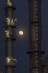 Industrial moon (uwe1904) Tags: gelsenkirchen nrw deutschland d 401ge architektur citylights ge industriallights industrie lichter nachtaufnahmen pentaxk1 ruhrpott stadtlandschaft uwerudowitz blauestunde derpottleuchtet mond vollmond outdoors cityscape moon