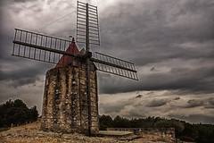 The windmill of Alphonse Daudet (JLM62380) Tags: france windmill provence fontvieille daudet leslettresdemonmoulin alphonsedaudet ailes wings oldstones architecture moulin littérature orage storm