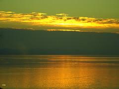 Die letzten Abendsonnenstrahlen bringen die Adria zum Glitzern (Zwischenrast) Tags: wasser wolken sonnenuntergang adria kroatien