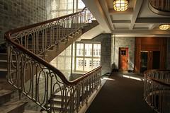 Esplanadebau Hamburg (Elbmaedchen) Tags: stairwell staircase stairs stufen treppenhaus treppe interior upanddownstairs architektur esplanadebau hamburg kontorhaus stilvoll etage lichteinfall