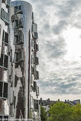 Gehry Häuser aufgenommen im Medienhafen in Düsseldorf - Gehry houses photographed in the Media Harbour in Dusseldorf (klausmoseleit) Tags: photographie deutschland nordrheinwestfalen herbst orte veröffentlicht jahreszeit häuser nikond200 düsseldorf gebäude afszoomnikkor2485mmf3545 msphotographie de