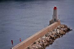 Phare de Nice (hervétherry) Tags: france provencealpescôtedazur alpesmaritimes nice canon eos 7d efs 18200 mer sea eau water port harbour harbor jetée pier phare lighthouse