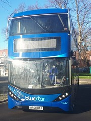 Bluestar 1242 is turning onto Vincent's Walk from Pound Tree Road while on route 18 to City and Thornhill. - HF68 DYJ - 9th January 2019 (Aaron Rhys Knight) Tags: bluestar 1242 hf68dyj 2019 vincentswalk poundtreeroad southampton hampshire gosouthcoast goahead alexanderdennis enviro400city